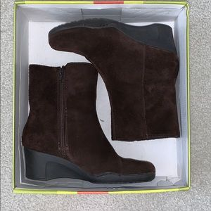 Used/Worn Bare Traps Mary Jo Brown Suede Boots